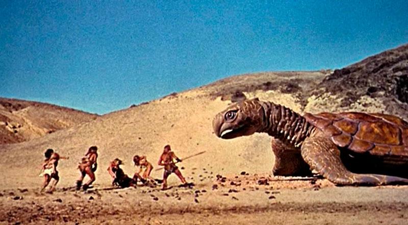 reptiles disfrazados a modo de dinosaurios